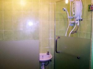 Apple Inn Hotel bathroom water heater