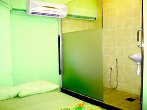Apple Inn Hotel room bathroom
