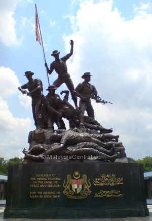 National Monument/Tugu Negara statues