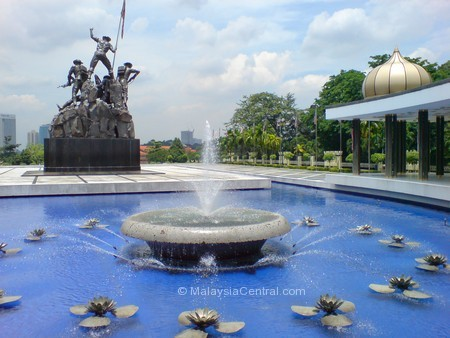 National Monument/Tugu Negara water fountains